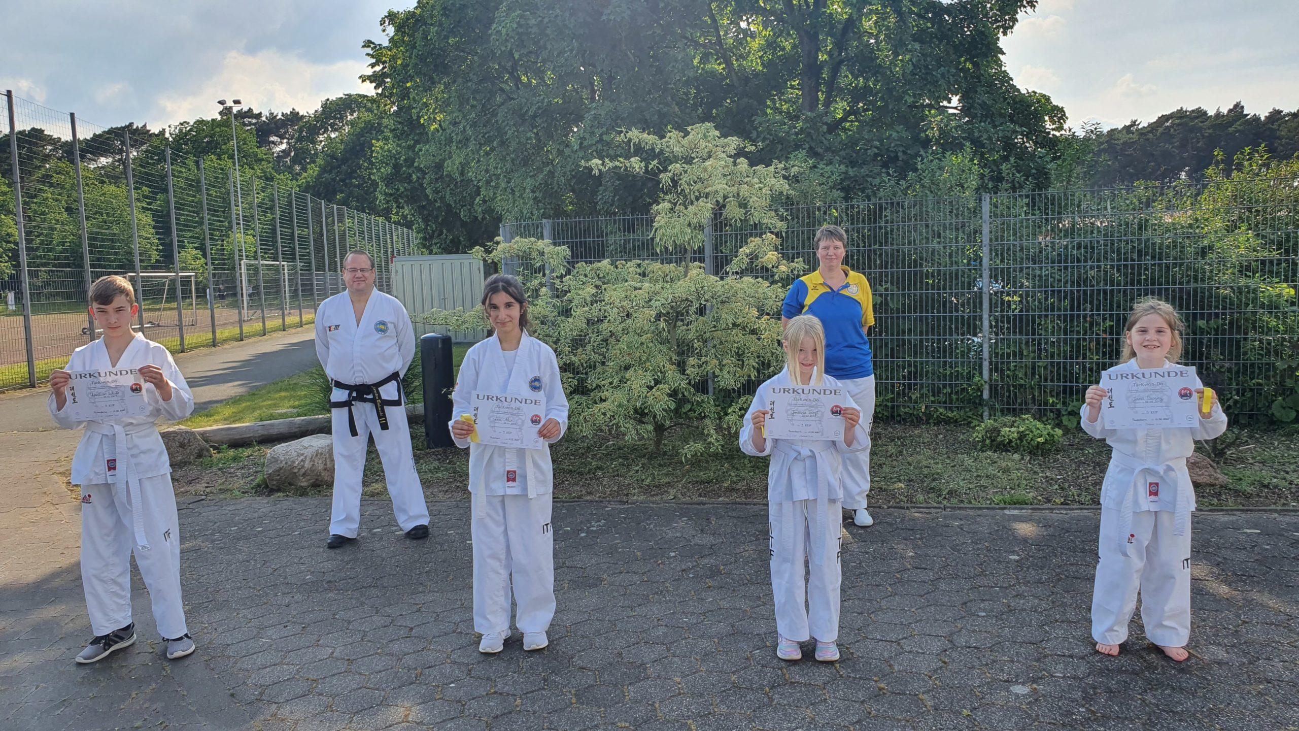 Gruppenfoto der Prüfung vom 11.06.2021